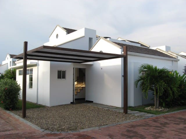 Nice family house with swiming pool - Girardot - House