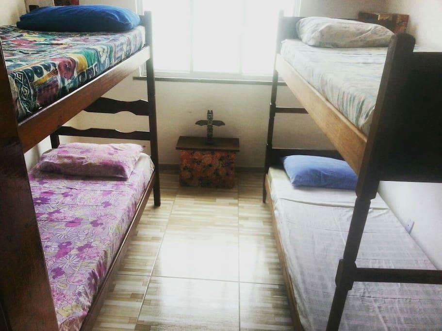 Quarto Compatilhado  04 camas