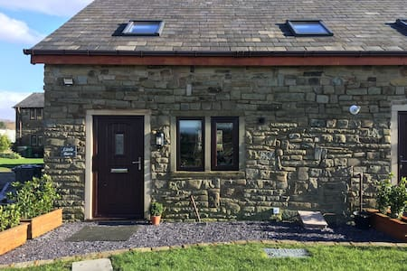 Little Barn Cottage, Bank Top, Bardsley (EnSuites)