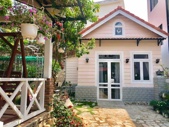 Private peaceful cozy house with beautiful garden