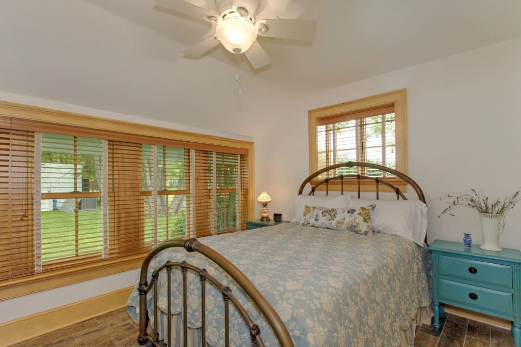 Luxury linens, central ac, lovely views