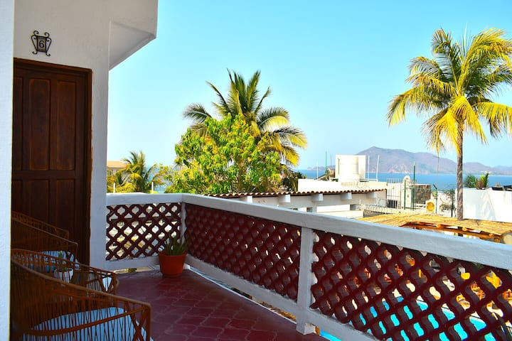 Bungalow in Manzanillo for 2 to 4 people. (#6)