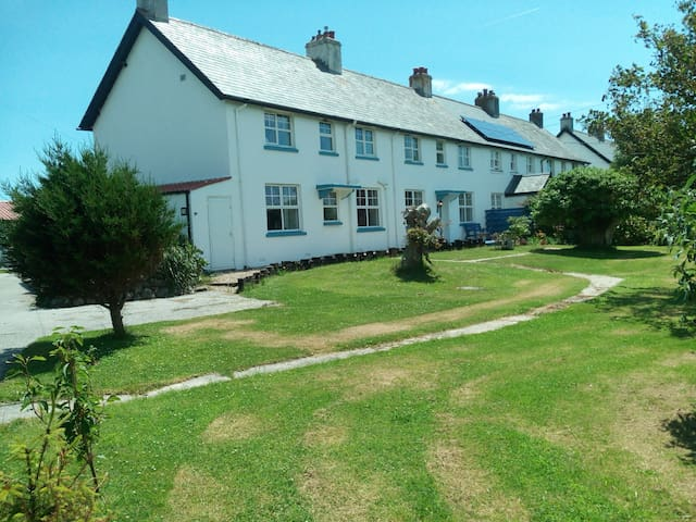 Old Admiralty Cottage double room 3 BnB sleeps 2
