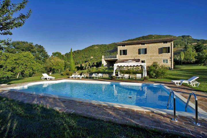VILLA ENRICA - Villa privata con piscina, Marche