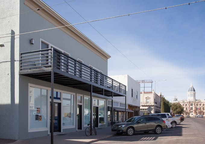Downtown Marfa with a View - Marfa - Apartment