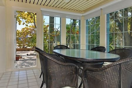 The Peace and Quiet you Seek on the Beach - Indian Rocks Beach - House