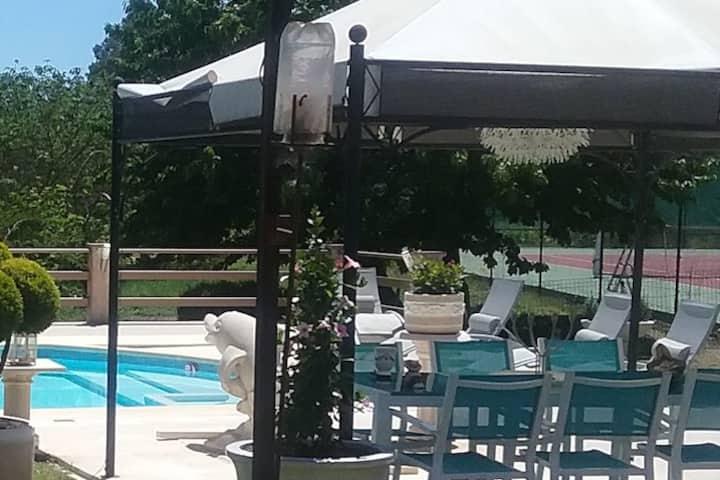 Villa provençale avec piscine et tennis