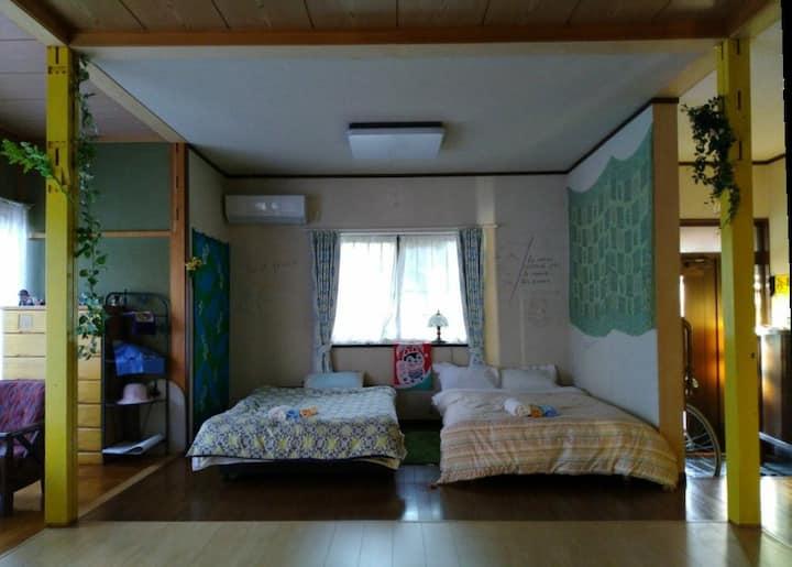 最大6人が泊まれる90m2の広さ。  Max 6 persons with 90 m2.