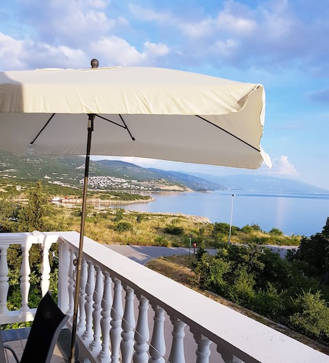 Charming Sea View apartment, 100 m from beach