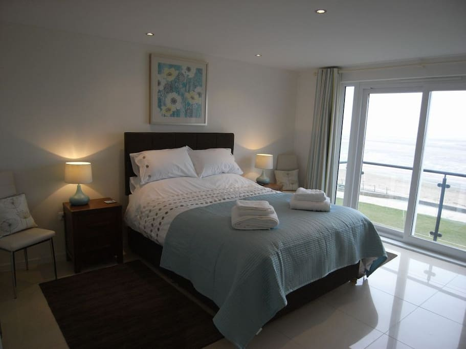 Master bedroom with king sized bed and sea view balcony