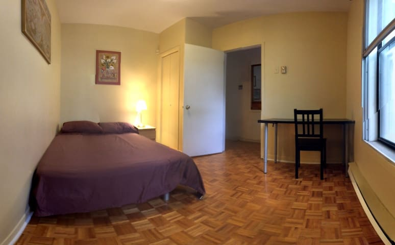Comfy room in spacious flat - Montreal - Rumah