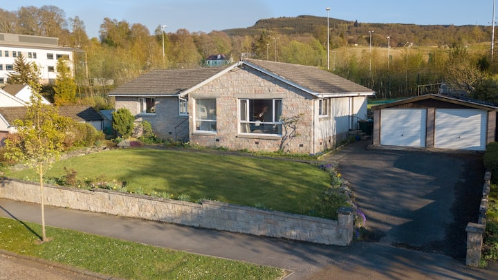 Comfy, dog-friendly family home with great views