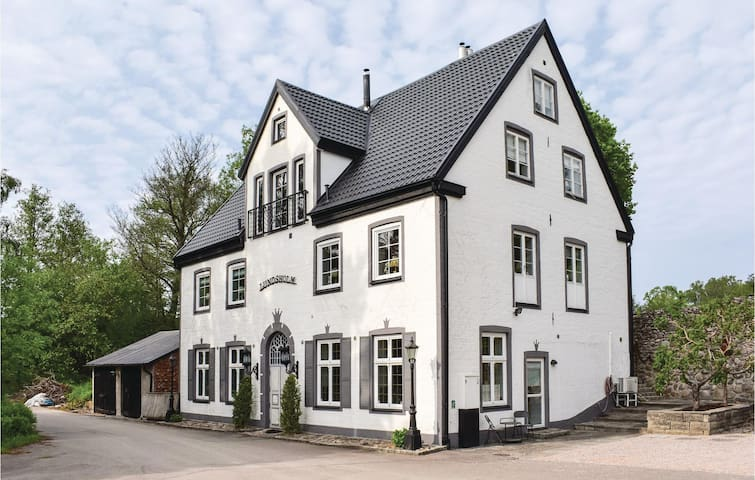 Holiday cottage with 7 bedrooms on 400m² in Klippan