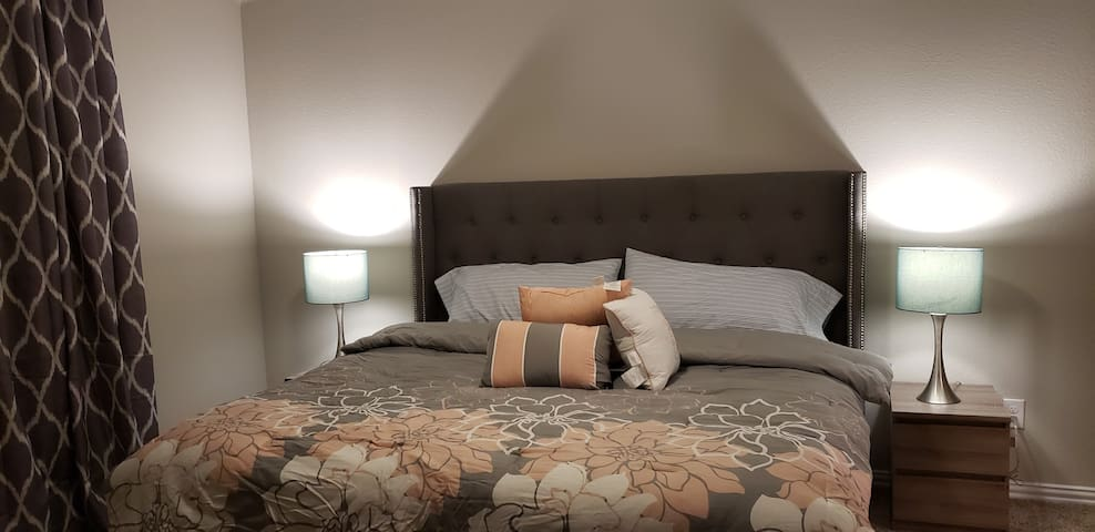 Master bedroom/Garage in Fate, TX(Dallas/Rockwall)
