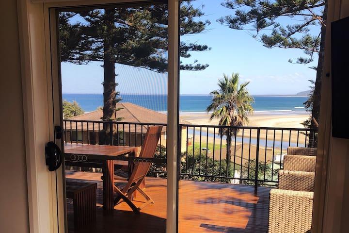Views & 5 Min walk to the 7 Mile beach