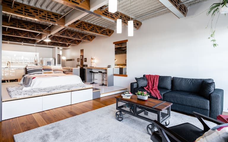 Beautiful and Central Loft in Heart of Vancouver