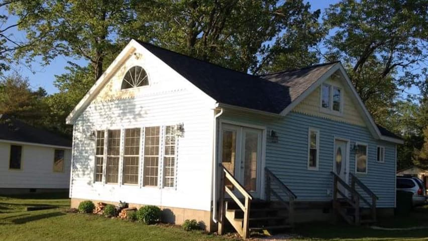 Canadohta Lakefront Cottage - 3 BR - WiFi, Modern