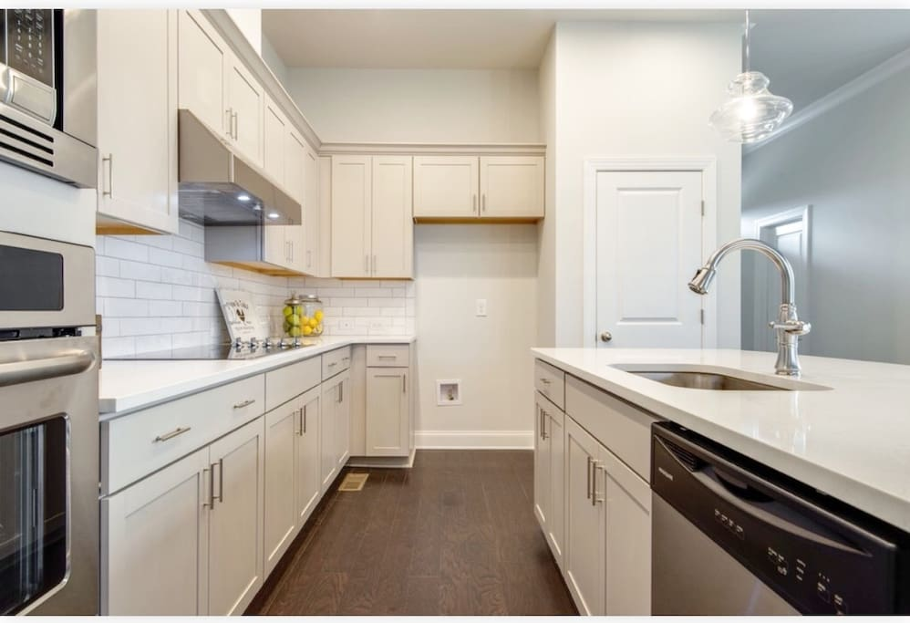 This kitchen has a subway tile backsplash with granite countertops. You are welcome to cook as long as it doesn't stink up the house like brussels sprouts or broccoli. Please clean up after cooking. ;-) We provide pans, plates, silverware, coffee and tea.