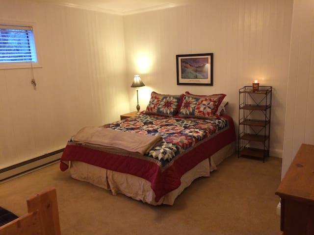 Warm, comfortable - great location! - Edwards - Casa