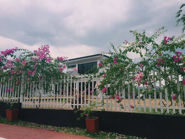 Guest House with beautiful view & spacious garden - Quezon City - House