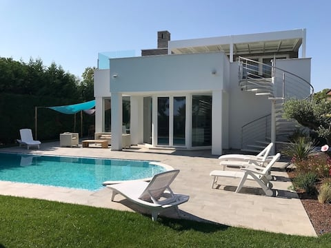 Vakker villa med privat basseng.