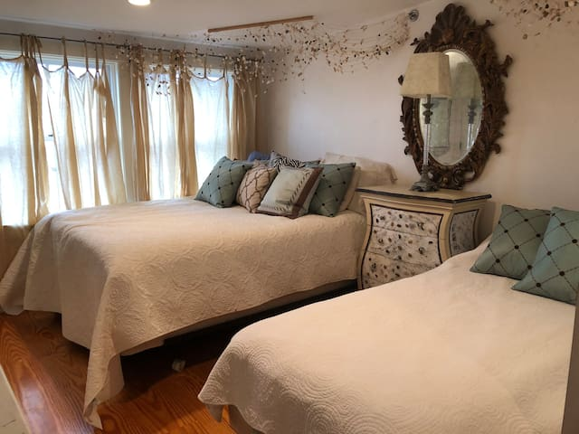 2nd bedroom:  Queen and Twin bed
