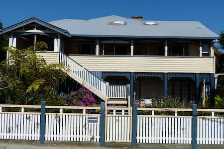 Spacious apartment close to Brisbane City - Annerley