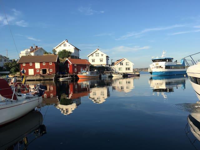 Färjan på väg in i hamnen