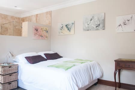 Peaceful, 200 paces from beach. Warm and private. - Cape Town - Bed & Breakfast