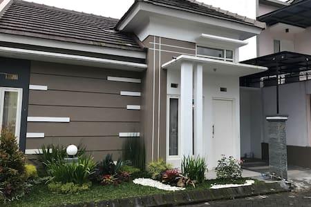Villa Mutiara Batu - Kecamatan Batu