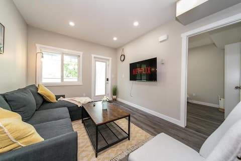 ★Modern Suite★Patio⚡WiFi★NFLX★Clean★Free Parking!