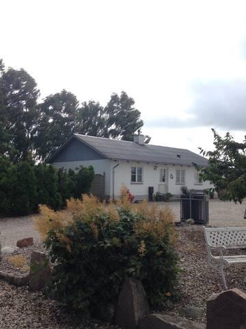 Værelse på gård tæt ved Odense - Årslev - House