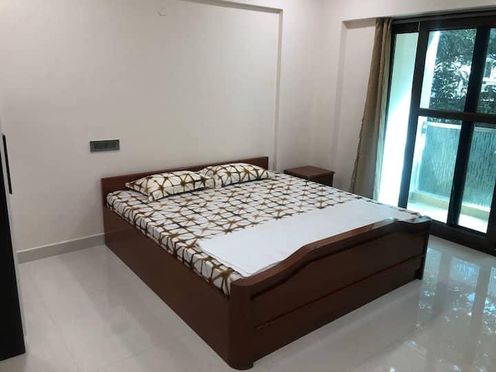 Room near Apollo Cancer Hospital/ Music Academy