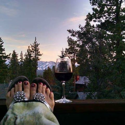 Gorgeous mtn view, studio suite/ private hot tub!