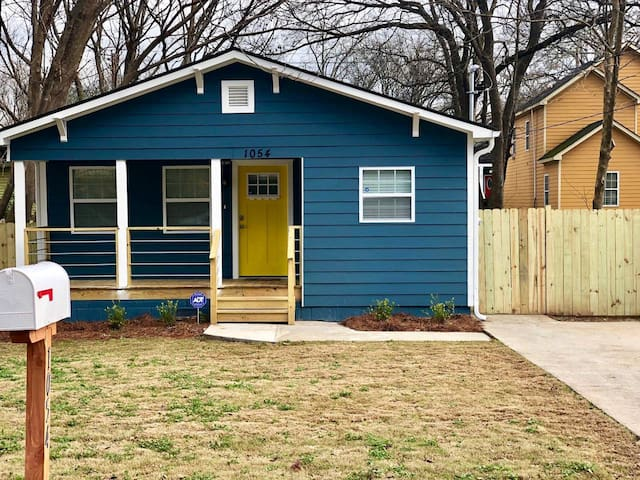 New Build! Private and Cozy Intown Living 3 Bdrm