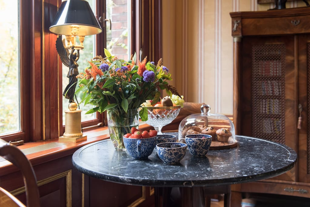 Your stay INCLUDES a wide variety of food / drinks / snacks / wines / fruits.