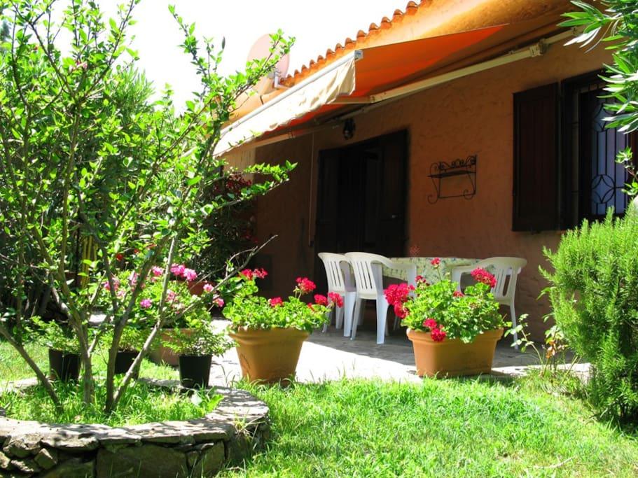 Casa vespucci ville in affitto a agrustos sardegna italia for Residence agrustos