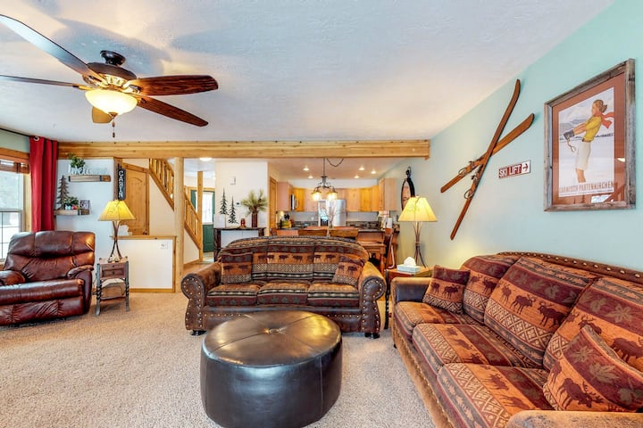 Charming alpine condo close to hiking, skiing, and Payette Lake!