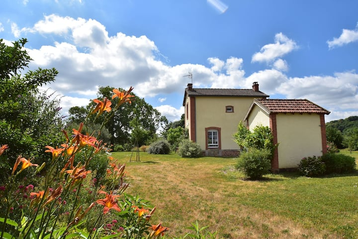 Peaceful Holiday Home in Crux-La-Ville with Fenced Garden & Play Equipment