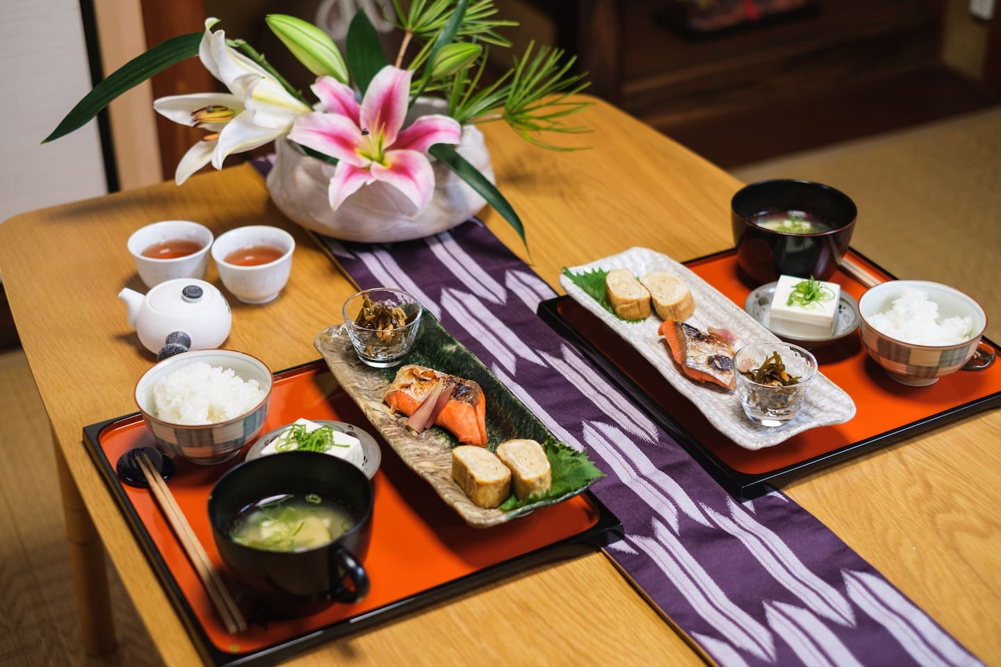 Don't you want to est the  meal  that Japanese people are eating every day?You can shop in the nearby supermarket like a local Japanese and make it in the kitchen. If you need, we can help.We recommend the experience that can not be in luxury hotels.