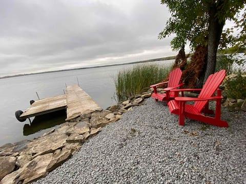 Ramara waterfront cottage on St.John Lake