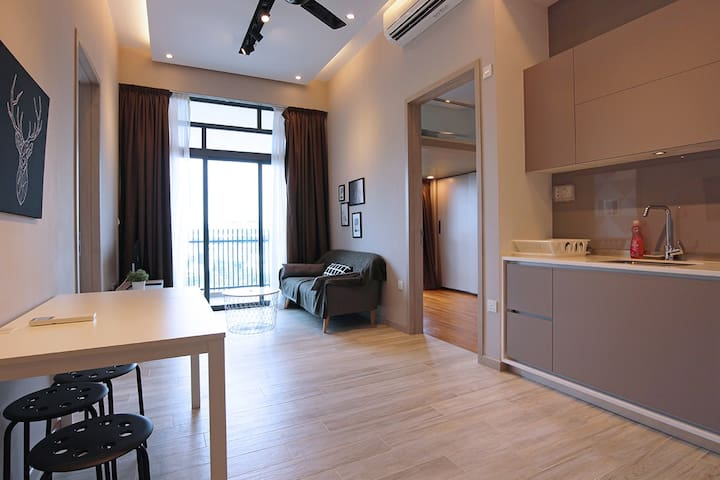 Gem of the West 2BR Loft 3 mins from Jurong E MRT