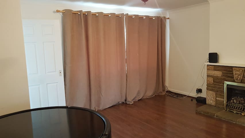 Comfy apartment with 1ensuite double rm in GU17 - Blackwater - Apartamento