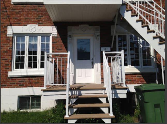 Maison dans un duplexe, a House in a duplexe - Montreal
