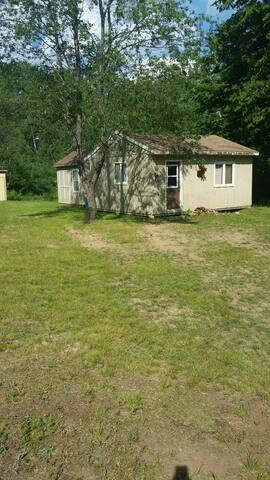 Private 50 acre The Hideaway Cabin + Camping Space