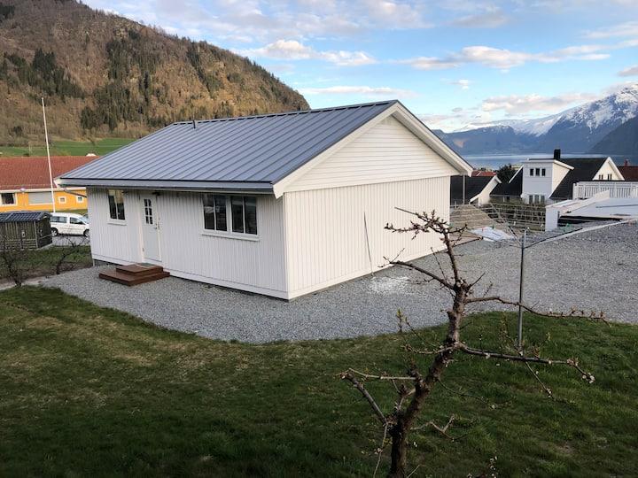 Koselig hus med fjordutsikt, 20 min. frå Sogndal