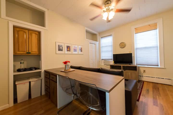 Charming 2F 1BR 18 Mins to NYC Time Square 5 Guest