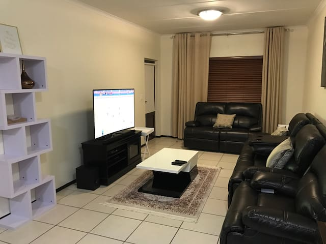 Lovely 2bedroom 2bathroom apartment - Midrand - Apartment