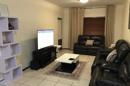 Lovely 2bedroom 2bathroom apartment - Midrand