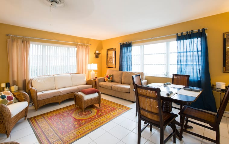 Mellow condo, walk to beach - Pompano Beach - Kondominium